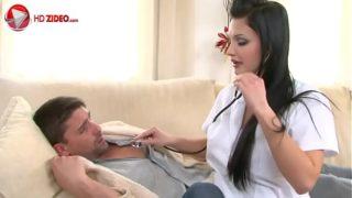 Aletta Ocean hace una visita a domicilio donde el sexo es la cura