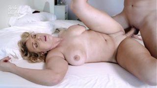 Joslyn Jan milf tetona caliente tiene sexo en la webcam
