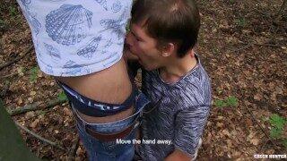 el bosque magico esta apto para un gay xxx que quiere chupar la polla
